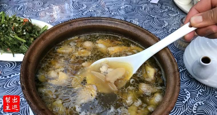 【松茸雞湯】鮮嫩的雞肉,配上了野生的松茸