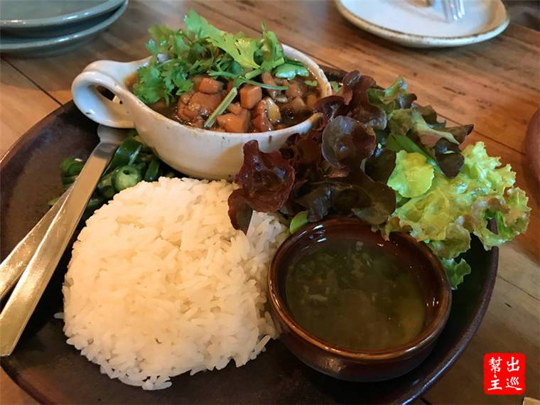 偏中式的雞肉料理,甜甜的味道也非常下飯