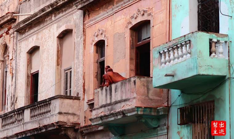 哈瓦那期間,最令我印象深刻的畫面之一,就是在陽台上的人們百態