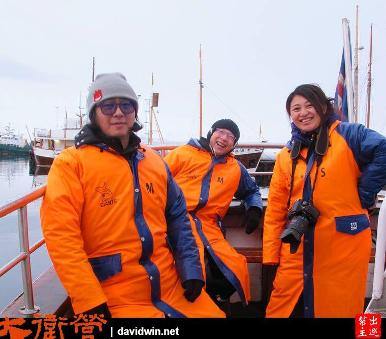 船上會發給大家超級超級厚的防風防水衣物,穿上去之後整個人就變成米其林寶寶
