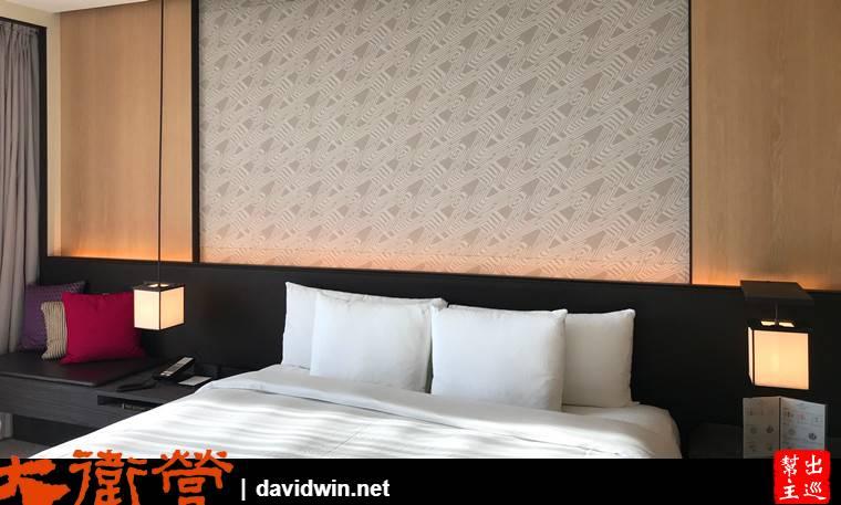 室內的空間非常的寬敞!整體的風格屬於淡雅中帶有古意的設計
