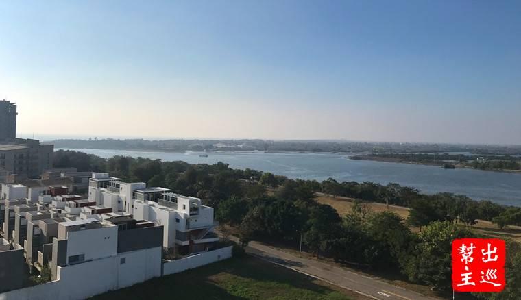 酒店位在出海口的位置,高樓層望海方向就能看到這樣的景致