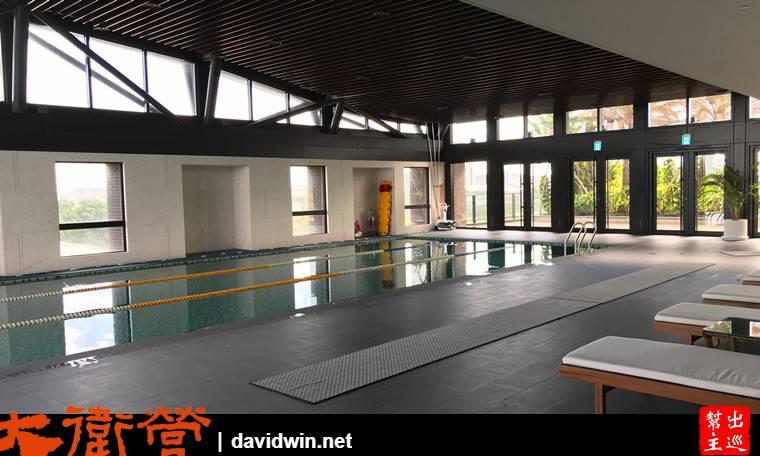 酒店的室內泳池,算是蠻大的,使用的客人不多