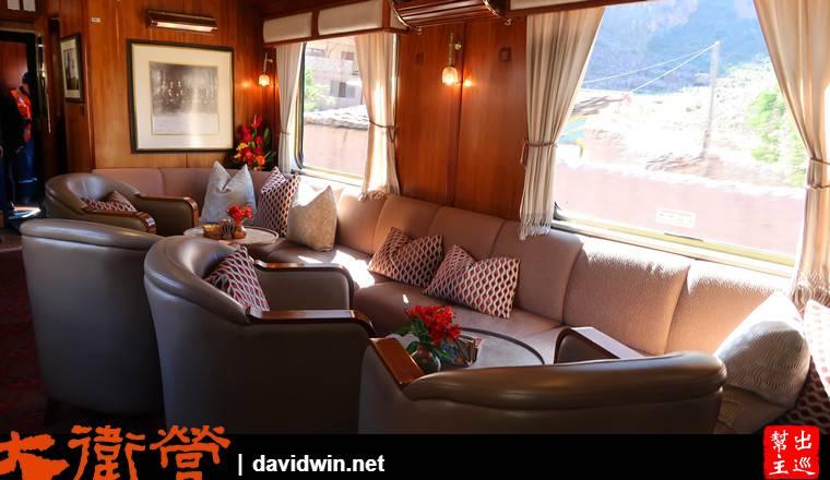 沙發區,你可以與好友們坐在這裡喝飲料欣賞窗外的美景