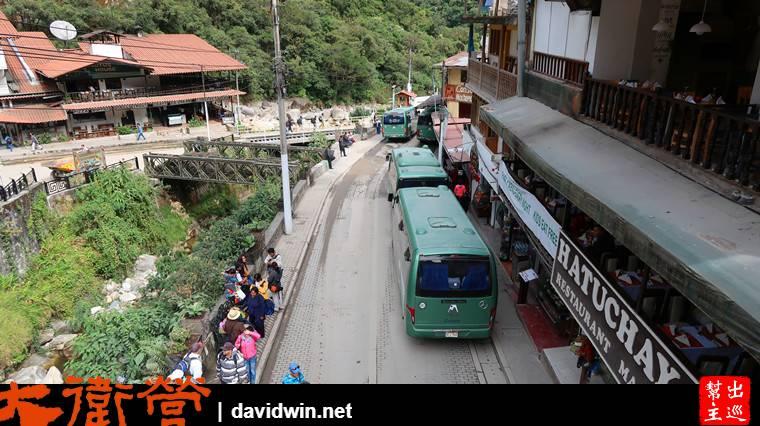 鎮上有專門開往馬丘比丘的巴士站,頻繁發車