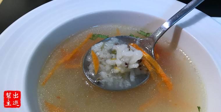 裡面還有藜麥,雖然很簡單的湯品,卻有著家常的味道