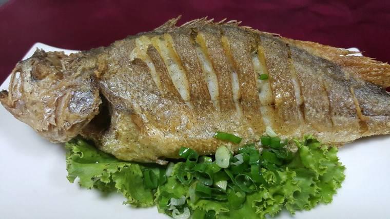 外貿上有點怪,但是卻很美味,也因為麵衣厚實反而有點泰式炸魚的酥脆口感