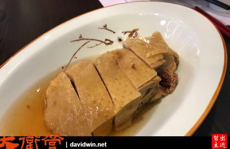 蘇杭的醉雞是他們家的招牌,用江浙特產的花雕酒來調理