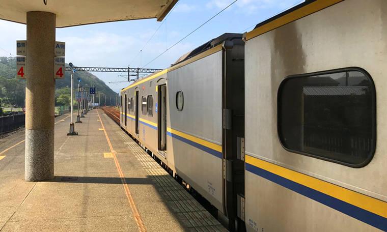 自行搭乘火車去『福隆車站』