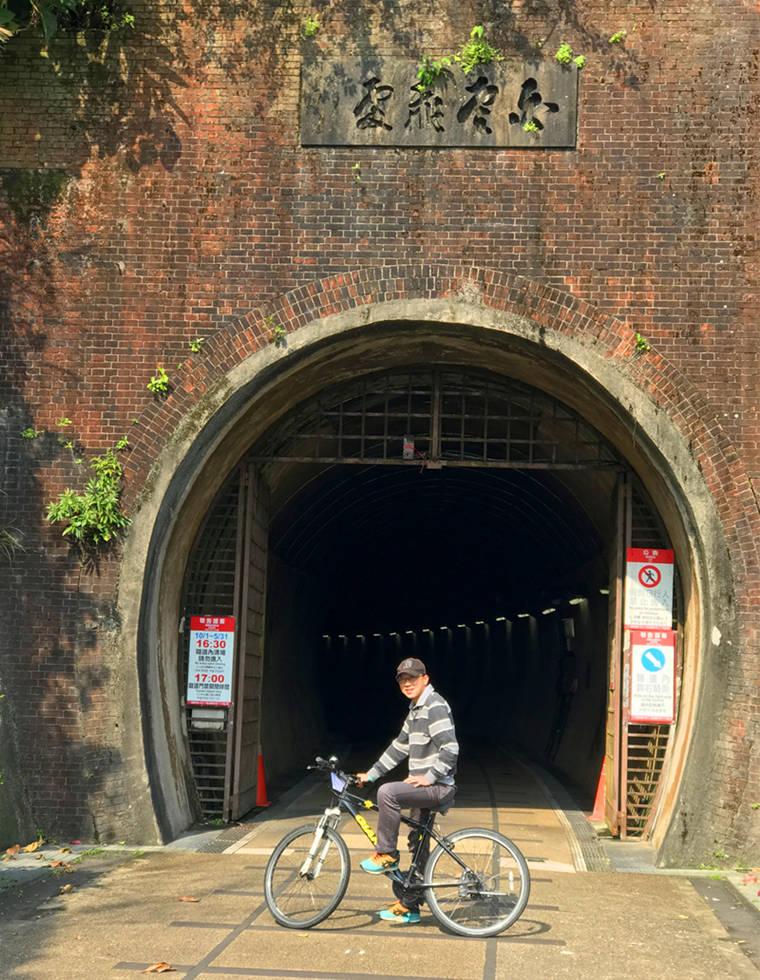 大約騎個5~10分鐘,就會正式來到隧道的入口