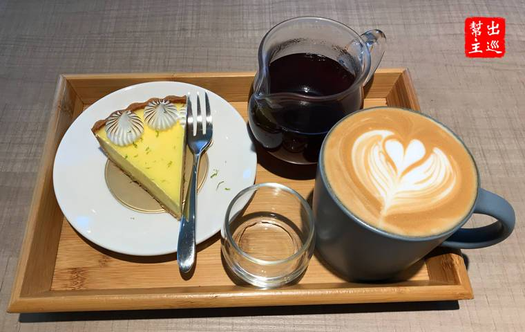 今天點了手沖咖啡、拿鐵咖啡與檸檬塔