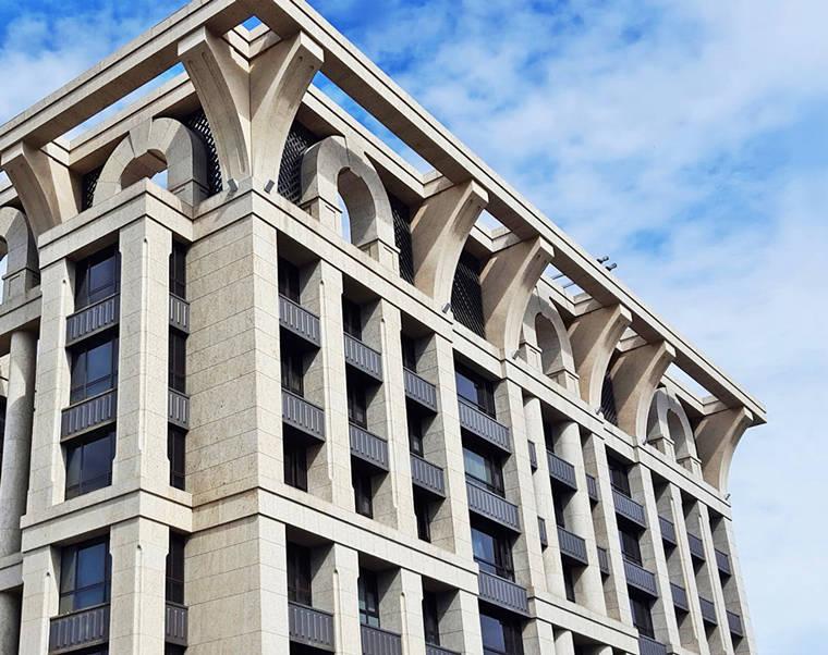 國美的建案最出名的就是『飛簷』的設計
