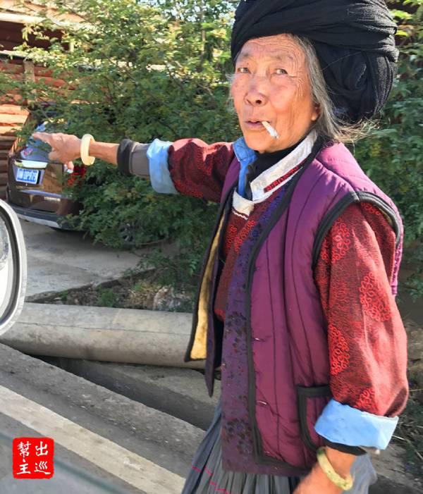 四川當地彝族老人
