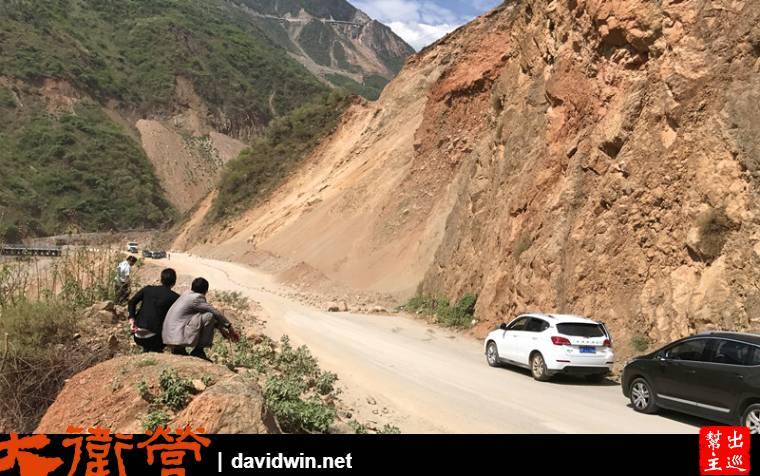 瀘沽湖危險山路