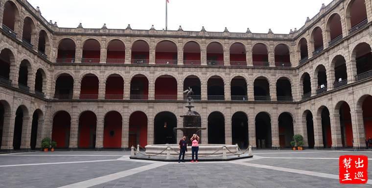 墨西哥城國家宮Palacio Nacional Central Patio