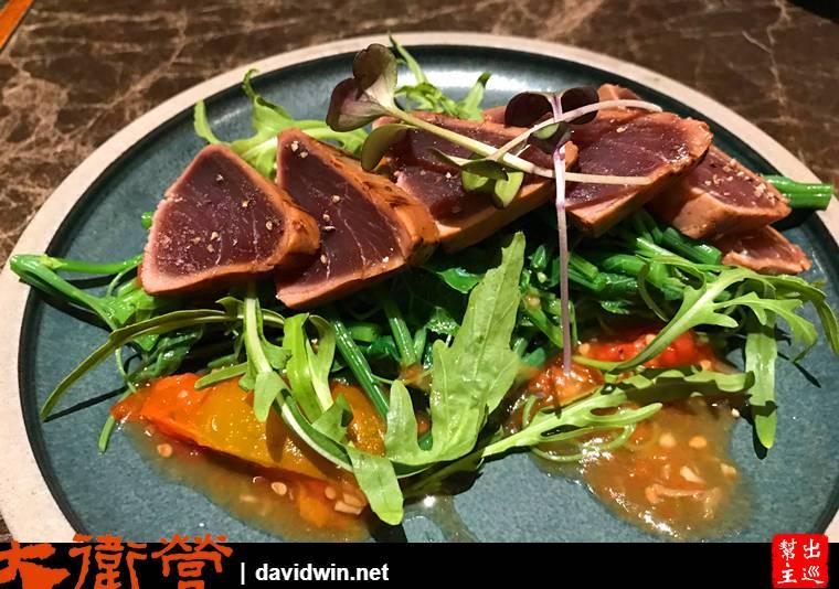 炙燒鮪魚蔬菜沙拉