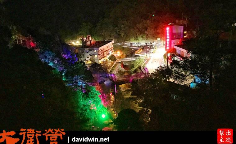 路上還能居高臨下的欣賞這座溫泉小鎮的夜景